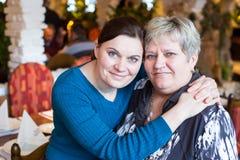 Портрет пожилой матери и ее дочери Стоковое Изображение