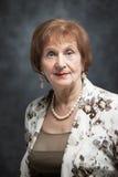 Портрет пожилой привлекательной женщины Стоковая Фотография