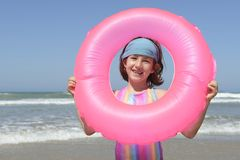 Портрет потехи лета: ребенок на пляже Стоковая Фотография RF