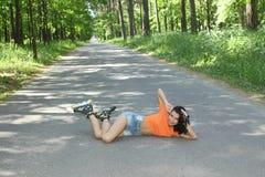 Портрет положительной шальной жизнерадостной девушки Стоковые Изображения RF