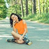 Портрет положительной шальной жизнерадостной девушки Стоковое фото RF