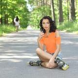 Портрет положительной шальной жизнерадостной девушки Стоковое Фото