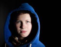 Портрет подростка в клобуке стоковая фотография rf