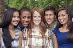 Портрет подростка в парке Стоковое Изображение