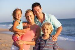 портрет праздника семьи пляжа Стоковая Фотография RF
