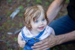 Портрет прелестной девушки малыша смотря вверх Стоковая Фотография