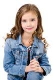 Портрет прелестной усмехаясь изолированной маленькой девочки Стоковые Фото