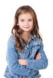 Портрет прелестной усмехаясь изолированной маленькой девочки Стоковое Изображение RF