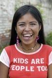 Портрет предназначенной для подростков индийской девушки с излучающей стороной Стоковое фото RF