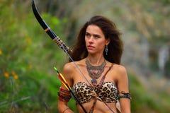 Портрет привлекательной девушки Амазонки стоковое изображение