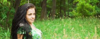портрет привлекательной девушки напольный Стоковое Изображение RF