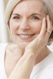 Портрет привлекательной старшей женщины Стоковые Фото