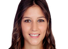 Портрет привлекательной вскользь девушки с коричневым цветом Стоковая Фотография