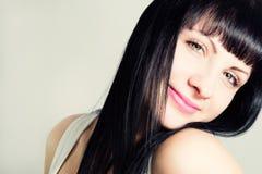 Портрет привлекательной девушки с красивыми волосами Стоковая Фотография RF