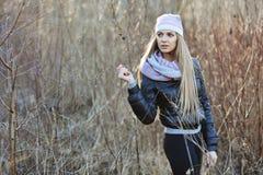 Портрет привлекательной молодой белокурой девушки Стоковые Изображения