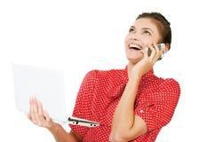 Портрет привлекательной удивленной excited бизнес-леди улыбки Стоковые Фотографии RF