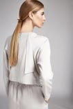 Портрет прически красивой женщины белокурой длинной совершенной Стоковая Фотография