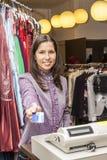 Портрет продавца в магазине одежды Стоковое Фото