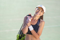 Портрет профессионального женского спортсмена тенниса с Bal тенниса Стоковое фото RF