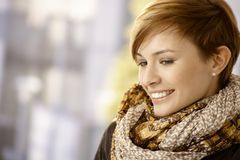 Портрет профиля молодой женщины с шарфом Стоковое фото RF