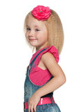 Портрет профиля усмехаясь маленькой девочки стоковые фото