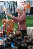 Портрет продавца сувенира Стоковая Фотография RF
