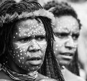 Портрет племени Dani женщины в ритуальной расцветке на теле и стороне Стоковые Изображения