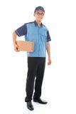 Портрет работника доставляющего покупки на дом Стоковые Изображения RF