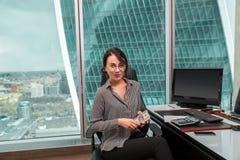 Портрет работника офиса девушки Стоковые Фото