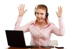 Портрет работника офиса на столе с компьютером Стоковая Фотография