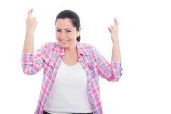 Портрет радостной женщины желая везение Стоковые Фото