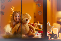 Портрет рождества счастливой девушки дома Стоковое Изображение RF