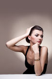Портрет роскошной женщины в исключительных ювелирных изделиях Стоковые Изображения RF