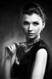 Портрет роскошной женщины в исключительных ювелирных изделиях Стоковые Изображения