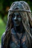 Портрет русалки Голландский художник выполняя во время международного фестиваля живущих статуй, Бухареста, Румынии, июня 2017 стоковые фотографии rf