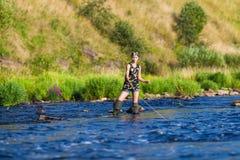 Портрет рыбной ловли женщины стоковые изображения rf