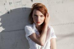 Портрет рыжеволосого конца-вверх девушки Стоковое Изображение RF