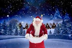 Портрет Санта Клауса стоя с мешком цифров произвел предпосылку Стоковые Изображения RF