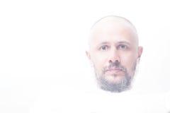 Портрет светлого тонового изображения облыселого человека с серой бородой Стоковое фото RF