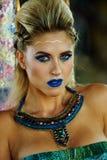 Портрет сексуальной привлекательной белокурой женщины с творческим ярким составом Стоковые Фотографии RF