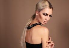 Портрет сексуальной женщины очарования с ярким составом Стоковые Фотографии RF