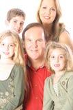 Портрет семьи изолированный на белой вертикали Стоковое Фото