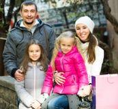 Портрет семьи из четырех человек внешний Стоковое Изображение RF