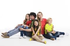 Портрет семьи на студии Стоковая Фотография RF