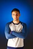 Портрет серьезного человека против сини стоковое фото rf