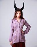Портрет серьезной женщины моды Стоковая Фотография RF