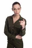 Портрет серьезной молодой женщины указывая на вас Стоковое Фото