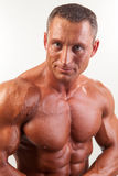 Портрет сильного красивого человека - съемки студии Стоковые Изображения RF