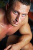 Портрет сильного человека - съемки студии Стоковая Фотография RF