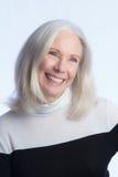 Портрет симпатичной более старой женщины стоковые изображения